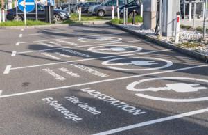 Neues Gebäude-Elektromobilitätsinfrastruktur-Gesetz (GEIG) macht Ladesäulen zur Pflicht